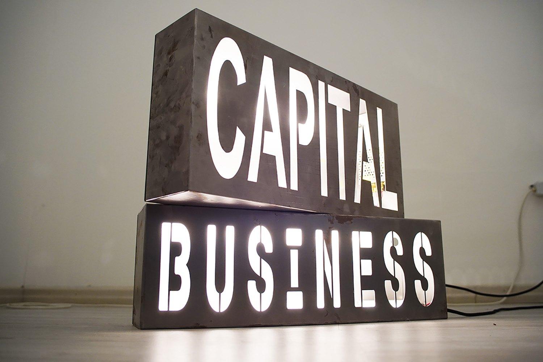 "<img src=""marco-piantoni-capital-business.jpg"" alt=""marco piantoni steel box""/>"