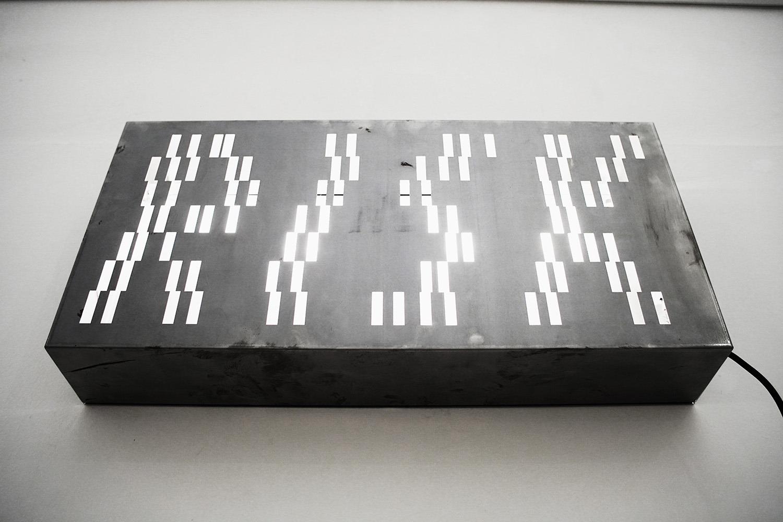 "<img src=""marco-piantoni-risk.jpg"" alt=""marco piantoni steel box""/>"
