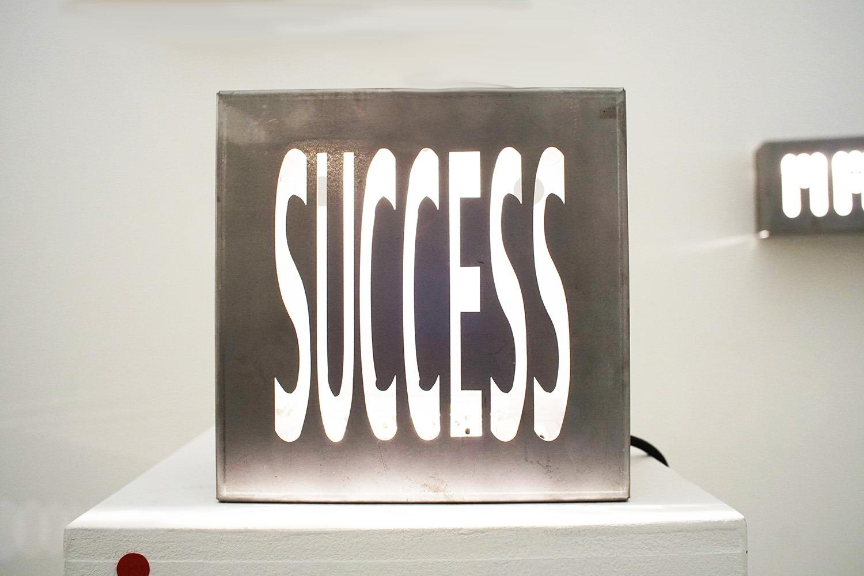 "<img src=""marco-piantoni-success.jpg"" alt=""marco piantoni success steel""/>"